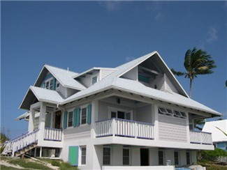 Beach house in town, steps from all restaurants !