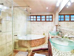 Gorgeous bathroom w/ jacuzzi tub & glass shower!