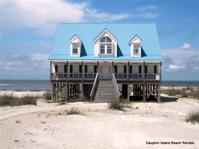 Large Bayfront home w/private beach &amp