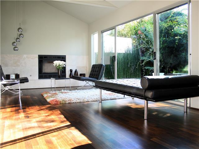Venice Place - Private Modernist Guest House, 100% Solar. Steps to Rose Avenue and Whole Foods.
