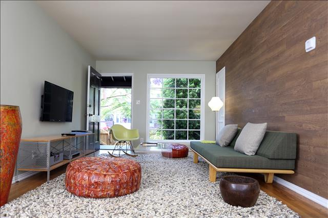 Venice Beachwood - Spacious midcentury-design furnished city suites with 2 bedrooms and full kitchen