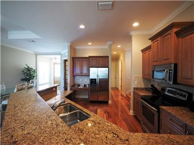 Naples Luxury Beach House -4 bedroom plus sleeping den - Heated Pool and Spa