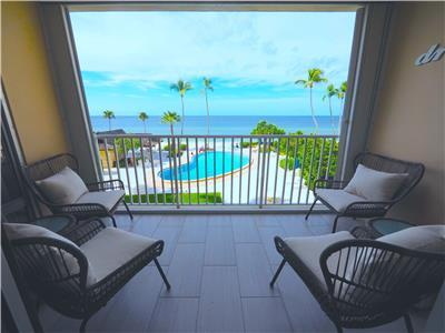 LUXURY Oceanfront Condo  - Directly on the Beach and Pool - Gym, Library, Lobby, Rec Room!
