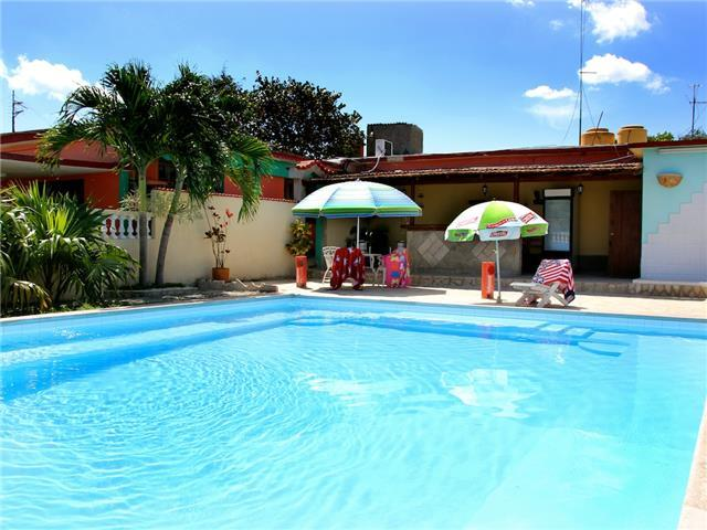 Casa Lena for 10 people, only 700m from the beach! (Caribbean Casas)
