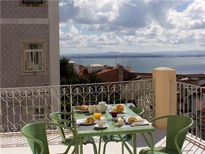Ap32 - Amazing 3 bedrooms apartment with large terrace and river view, Graça district