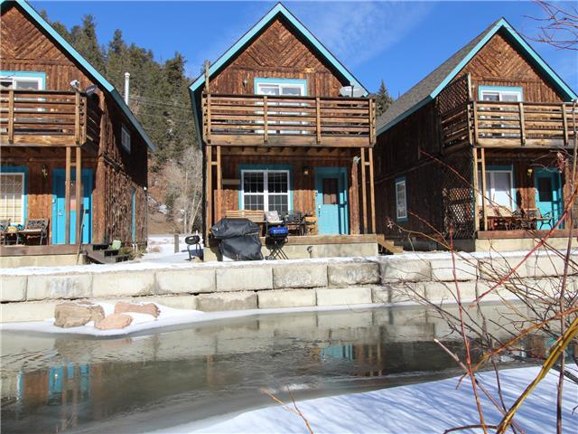 River Retreat Cabin #2-Riverfront, Close to Town! Kids Ski Free w/ 3 night stay! See details