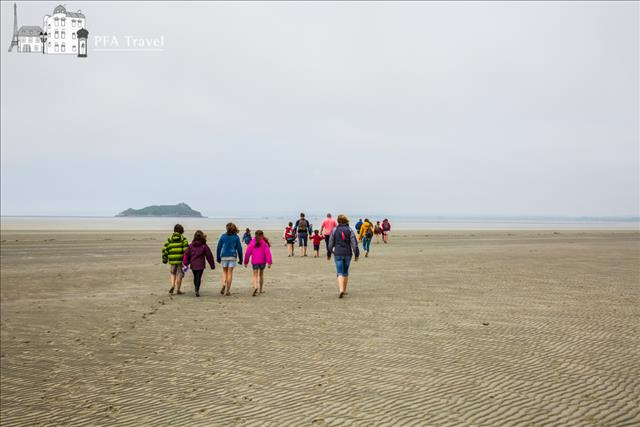 Walk in the Mont Saint Michel bay
