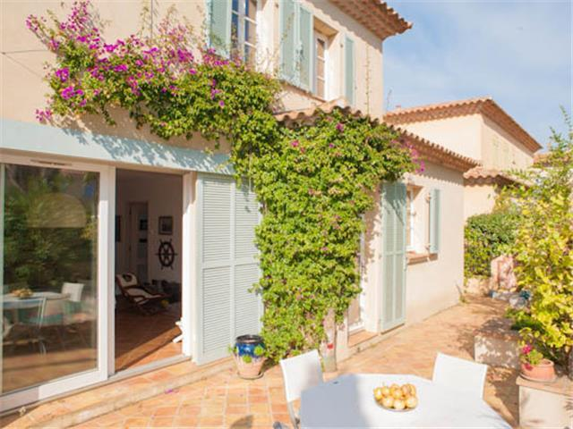 Enchanting family combined package in Paris and Porquerolles island...