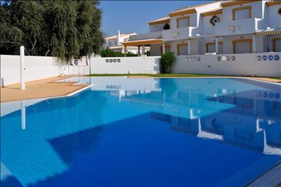 Vila Sul  T2 AK modern apartment with pool, only 10min from the beach