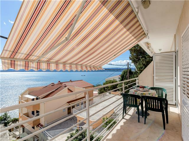 Two bedroom apartment close to the beach with sea view