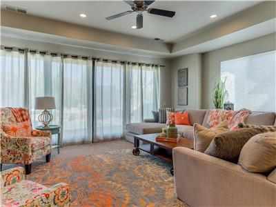 Oasis on the Green ~ Professionally Decorated 3 bedroom Coral Ridge Home on The Green!