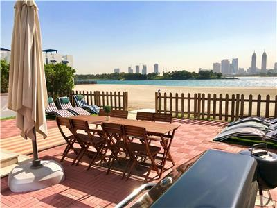 Beachfront 5 Bedroom Plus Maids room Villa in Palm Jumeirah