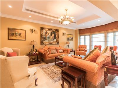 Amazing deluxe 4 bedroom plus maids villa on Palm Jumeirah