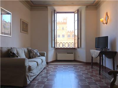 living room with view on Piazza Del Campo
