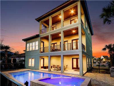 DESTINY DREAMS: This has it All! 4 King Suites, Golf Cart, Private Beach, 3 Living Rooms, Modern & C