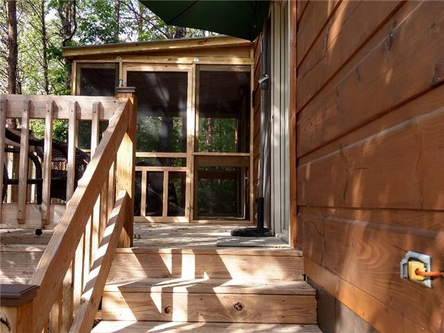 Wooded Tiny Retreat With Screened Porch-Near Lake Lure and Chimney Rock Park (Cabin E)
