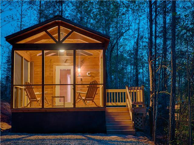 Couple's Escape-Cabin C with new hot tub!