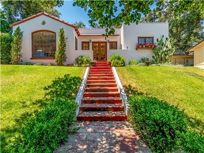 WESTSIDE SPANISH BUNGALOW -Walk to Downtown Square!