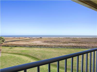 Beachfront!! Book Now For Vacation Fun at Blue Water View!