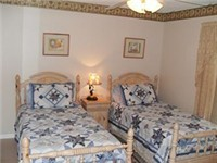 Very nice and quaint twin bedroom