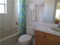 Adjacent Bath to twin bedrooms