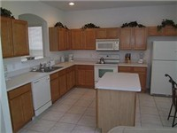 Large spacious kitchen full equipped