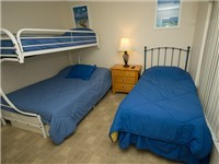 Twin room with three beds