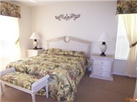 Queen Bedroom / This home has a King, Queen and eight twin beds / 4 twin bedrooms.