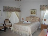 Lovely master Bedroom with private bath and Queen bed