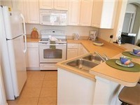 Kitchen spacious and fully equipped