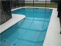 Sparkling pool with childproof screen