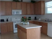 Spacious kitchen with lots of counter space and well equipped.