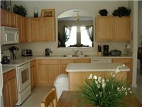 Large Spacious Kitchen with dinette table and chairs