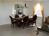 Large and spacious dinning room