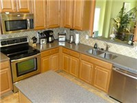 Large and spacious kitchen with fully equipped kitchen