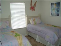 Twin Bedroom / Adult size twin beds