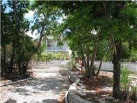 Across from Turtle Cay House is Yellow Fin so if you are travelling in large groups then you can rent both houses