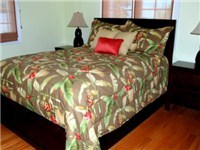 Queen size guest bedroom