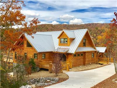 Big Sky Lodge 5 BR + Bonus - 4 ENSUITE MASTERS! VIEWS! HOT TUB!