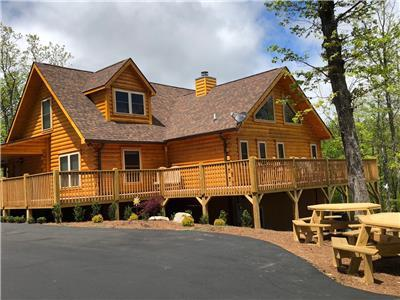 DIAMOND RIDGE |BLACK MT.| 6 BR W/EN SUITES | SLEEPS 16 | 360 DEGREE Mt. TOP VIEWS & DECKS | HOT TUB