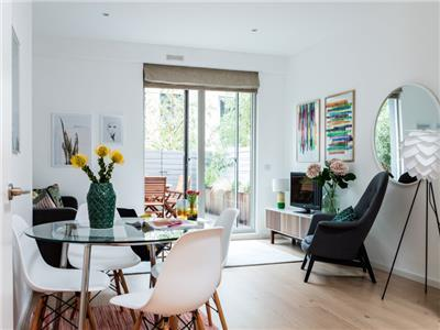 Clapham South - Modern Ground Floor Garden Flat by Tube