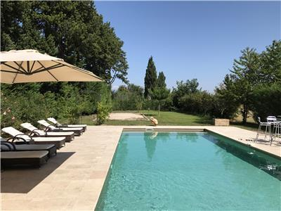 *pool* *aircon* *art* between vinyards in provence