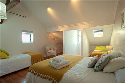 bedroom upstairs(double bed or 2 single +2 extra)
