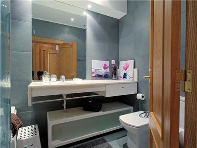 Bathroom 1 (ensuite bedroom 1)
