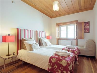 Bedroom 2 (with 2 single beds)