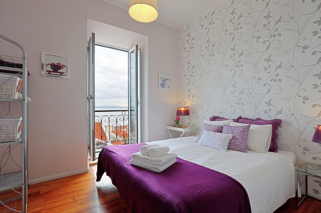 Bedroom 1 with river view (double or twin beds)