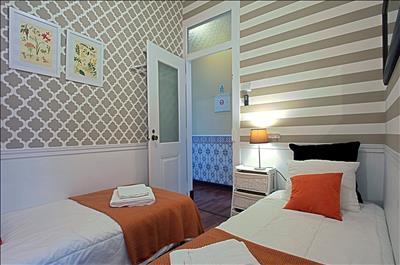Second bedroom: door to the corridor
