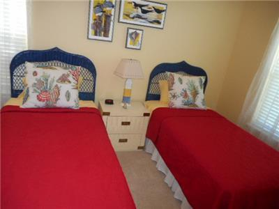 Guest bed room 2 twin size beds