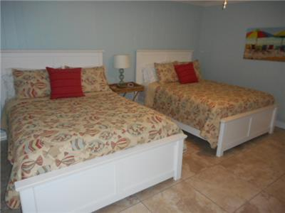 Guest bed room two Queen size beds