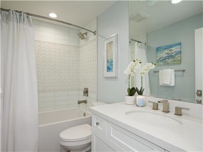 Lower: Bathroom with tub/shower